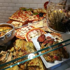 イタリアのパン屋さんと蚤の市の町歩き!