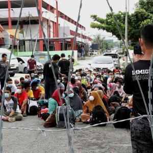 マレーシアでこの直近3日間で3つのクラスター発生。すべてが入国管理局の不法外国人収容所。
