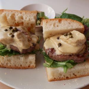 2日間限定!新年第一弾の週替りサンドは… 高級食材、牛ヒレ・ポルチーニを使ったスペシャルサンド♪ 西荻窪・3&1 Sandwich トレ エ ウーノ