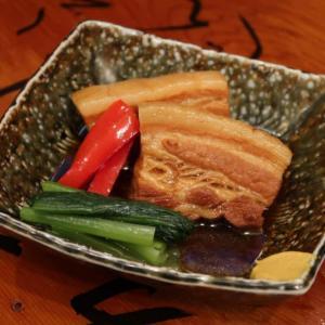 3cm近い角煮はずっしりと重く。噛めば、プルッと、トロロ~ン。。。「自家製とろける豚角煮」 東中野・和ごはん一献 丸屋