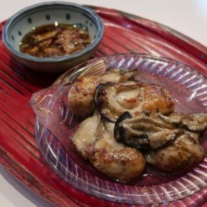 バターを焦がす寸前まで火にかけ、そのコクと香ばしさを牡蠣に充分まとわせた「カキのバター焼き」 中野・酒道場