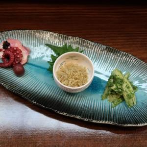 昨日オープンした、中野 酒と肴 万作さんの「開店セット」は、好きなドリンク2杯+日替わり肴 7品で、2000円と…抜群のコスパ♪