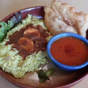 「ペッパーチキンカレー」シャープな辛みが、ナッツの滋味溢れる旨味と響きあって痛快♪ 東中野・南インドの味 カレーリーフ