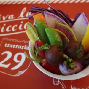 """「ホワイトアスパラと苺のマリネ」「グリーンピースともつの煮込み」 ここが単なる肉イタリアン""""じゃあ無い事、お解かりですね? 西荻窪・trattoria29"""