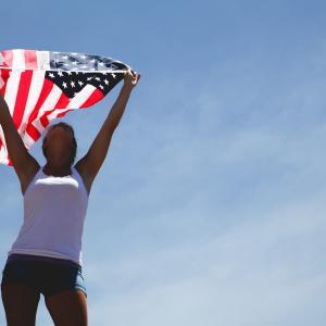 アメリカの女性はブラジャーをしません