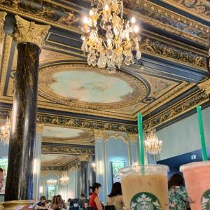パリの贅沢なスタバ。