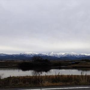 曇りの立山連峰、標高1000m以下にはほとんど雪がありません・・・富山市水橋