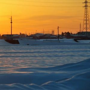 雪山と雪原の夕景が変容、日没から残照が消えるまで(3)・・・上市町、富山市水橋