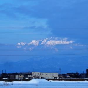 雲に隠れていた立山連峰が、剱岳から始まって次々と顔を見せます・・・立山町、富山市