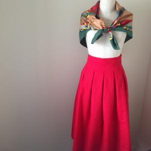 【完成】ちょっと大人っぽく履きたい、ひざ下20センチの赤いスカート。