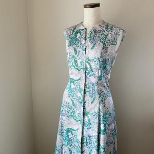 ペイズリーでロングドレス。