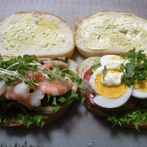 今日の朝食サンドイッチ&お弁当