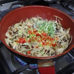 これは驚き、素人の男料理:2色オムレツ:こんなオムレツ初めて作った。なるほどオムレツ、オムライス、オムスパ。