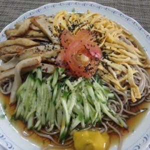 ロックダウン中の小さな国際交流かも:マレーシア人が日本のソバを食べたいというので。