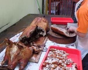 ロンドンストリートの豚の丸焼き屋台。世界どこでも豚さん美味しい。