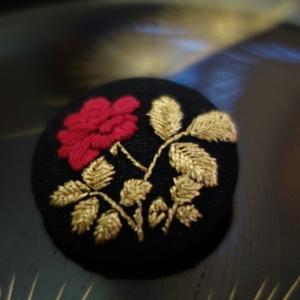 光琳図案の薔薇刺繍
