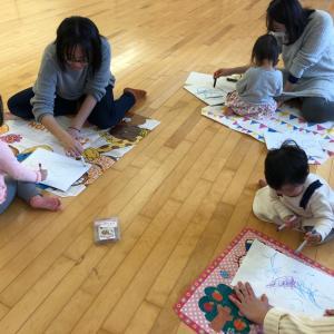 明日は、多賀城リトミックレッスン☆14:45~です!幼稚園後、小学生もどうぞ☆お絵かきもするよ♪