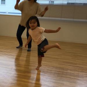 今日も、跳んだ~(笑)ビヨ~ン、ピーピー☆効果音も刺激的!全身で吸収☆大崎市古川親子リトミック♪