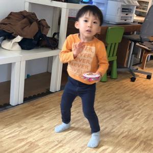 土曜日リトミックデー☆先生と一緒に踊ったり、きょうだいで楽しんでみんなで成長!青葉区勾当台教室♪