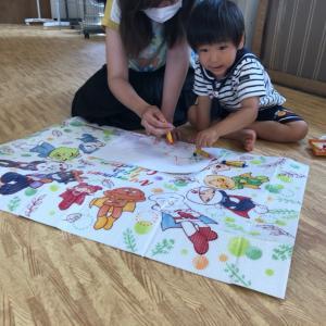 6月レッスンはお絵かきリトミックもあるよ☆好きな色を選んで、音楽に合わせて力強く☆勾当台教室♪