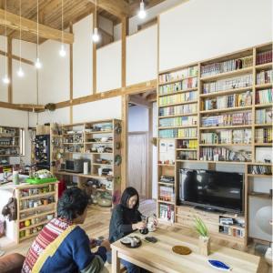 夢は家を「図書館」に!本と植物と料理・自然素材の家
