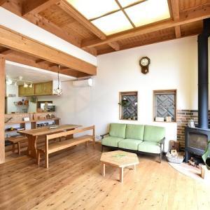 【自然素材】大黒柱、木製キッチン、囲炉裏。木と漆喰の心地よさ。