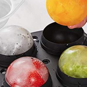 流行るかも?!おしゃれな丸い氷が作れる「製氷皿」がパーティに大活躍!