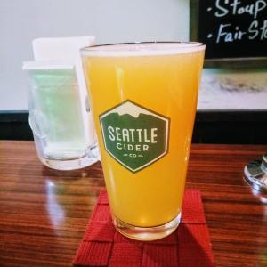 土曜ハシゴ2軒目はハッピーアワーでクラフトビール飲み比べ!@神田多町の「スクリーミンホップ」!
