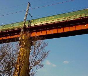 高さ39m!天空の高屋川橋りょうを渡るトワイライトエクスプレス瑞風