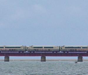 福知山から西舞鶴に帰還回送されるタンゴエクスプローラー(KTR001形)
