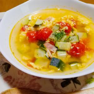 ズッキーニとミニトマトの卵チーズスープ