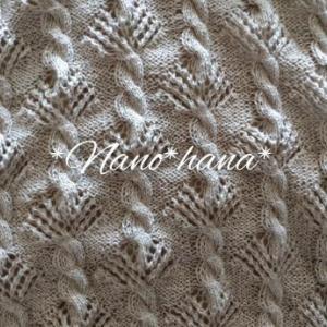 リネン糸で透かし模様編みのショール編んでます♪**