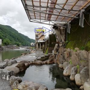 天ケ瀬温泉のモネールは言ったのだ。あの橋の屋根まで水が来たんだ、と。