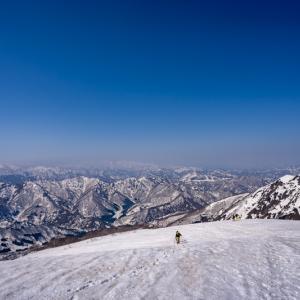 ピーク踏まず 残雪の巻機山