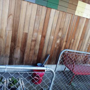 ガルバと板張りの外壁、10年目の姿