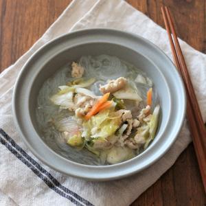 包丁不要な簡単レシピ。鶏ひき肉と白菜漬けの春雨スープ