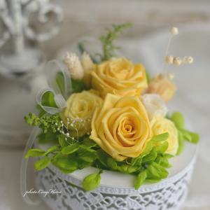 丸型花器にプリザーブドアレンジ