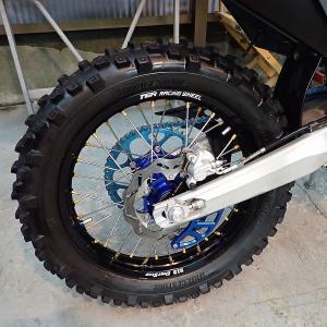 YOのオフロードタイヤの拘りは、少し滑るぐらいが面白いし、上達するよ!Husqvarna TE150i