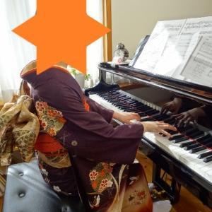 ムーミンと振袖ピアノ