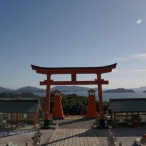 海が見える神社 by 空倶楽部