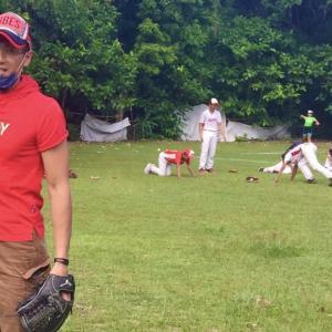 外国人監督の•••新庄選手TV収録野球指導の様子