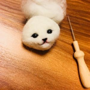 羊毛フェルトで ハチワレ猫ちゃん