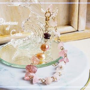 色々なピンクの石でブレスレットを作りました