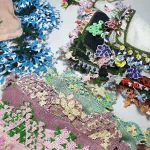新春初売りはヴィンテージ&コレクションオヤスカーフが約230点!