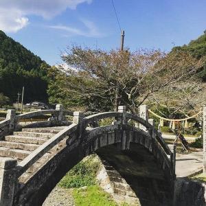 石造りのアーチ橋・・・鮎原剣神社穹崇橋