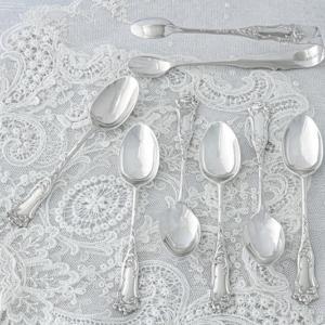 アンティークシルバー 純銀製 エレガントなスクロール装飾 ティースプーン&シュガートングセット
