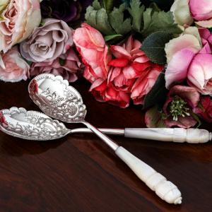 アンティークシルバー、純銀製、白蝶貝ハンドルのデザートサービングスプーンセット