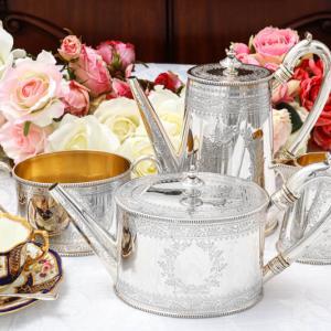 純銀製 1876年 葉模様のリースとリボン カンシェイプ ティー&コーヒーセット