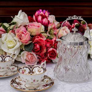 純銀製 1901年スクロールとお花のチェイシング カットグラス ビスケットジャー