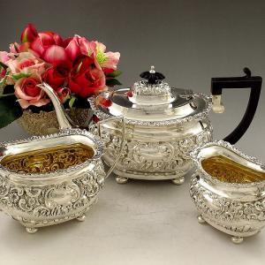 純銀製(925) 1901年制作 ロココ調 スクロールとお花の打ち出し ティー3点セット